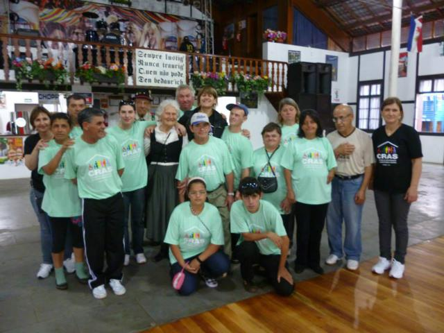 Grupos dos Portadores de Necessidades Especiais e Geração Ativa do município visitam a Expoijuí/Fenadi 2013