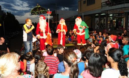 Festa de Natal reuniu a comunidade na Praça da Matriz