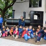 Réplica da Maria Fumaça em frente à Prefeitura recebe visita das escolas
