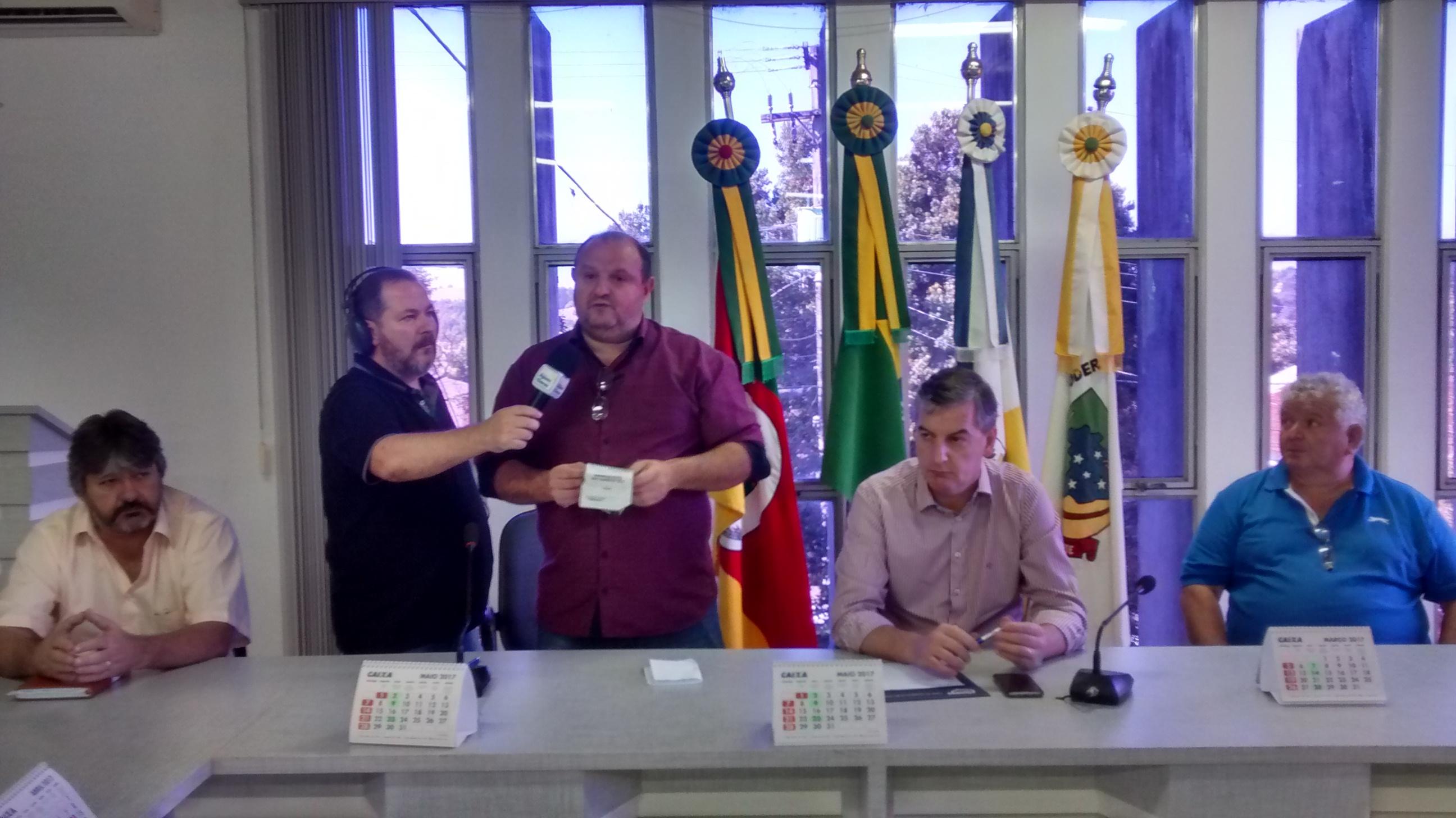 Pavimentação do entorno da ERS 218 reuniu lideranças em Catuipe