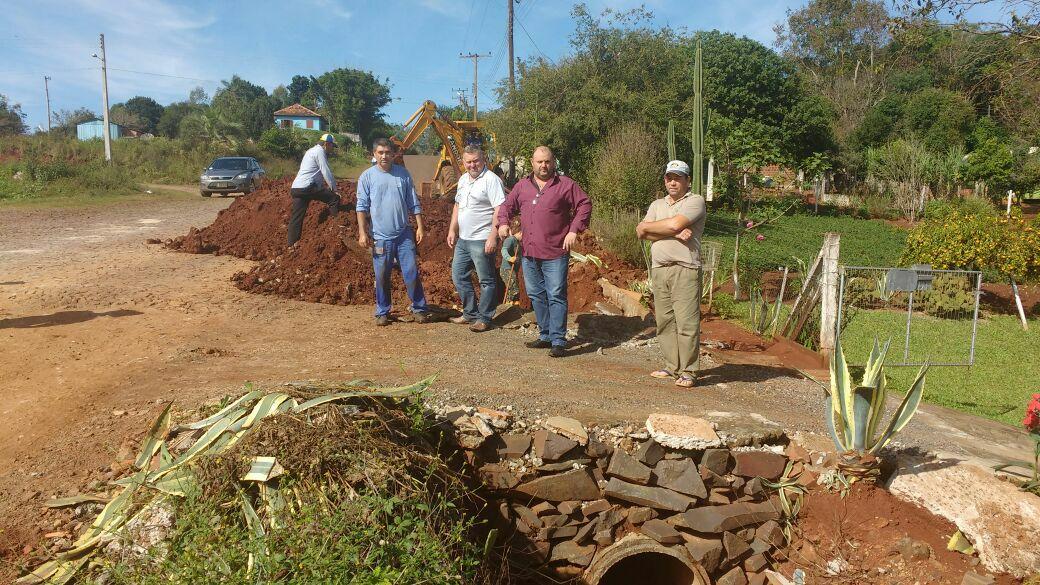 Prefeitura realiza obras de drenagem no Bairro Neves
