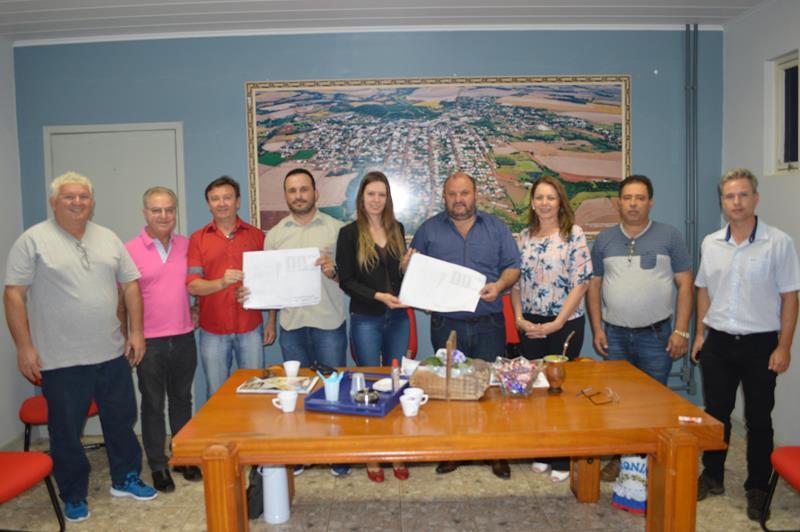 Baroninho participa de reunião com a comissão da Área Industrial