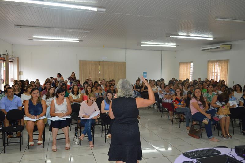 Secretaria Municipal de Educação de Catuípe promove   formação para os profissionais da rede municipal