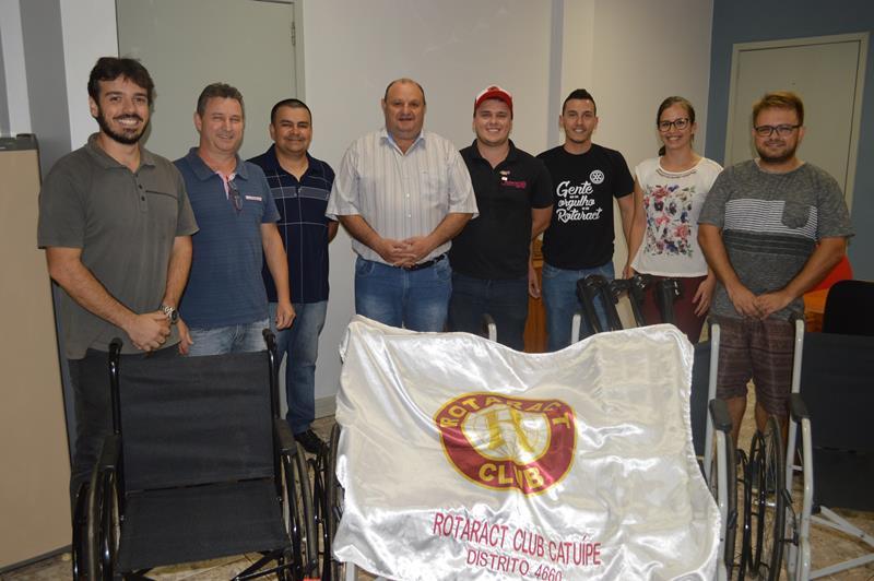 Rotaract entrega cadeira de rodas a Secretaria Municipal da Saúde de Catuípe