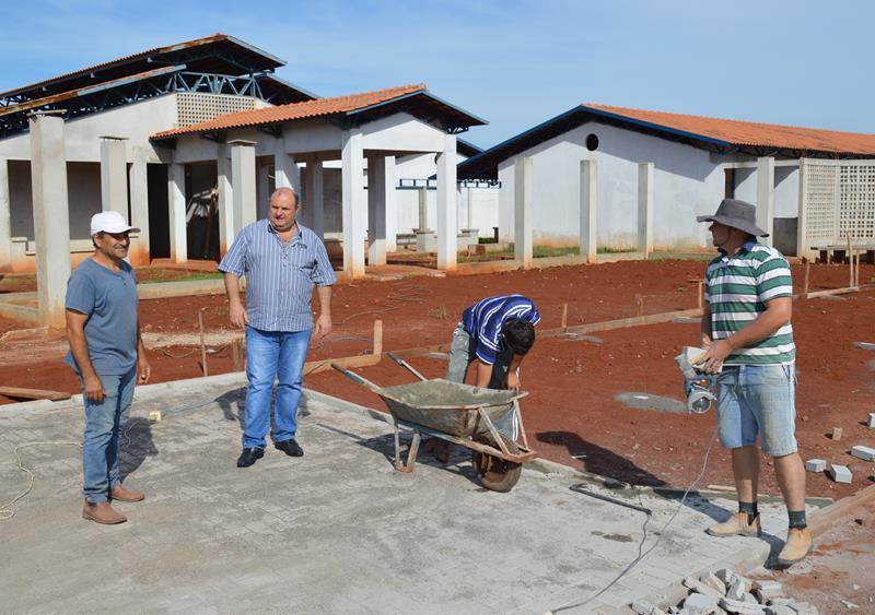 Prefeito visita obras da Escola Girassol