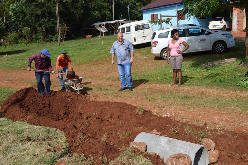 Secretaria de Obras desenvolve trabalho em Passo do Araçá