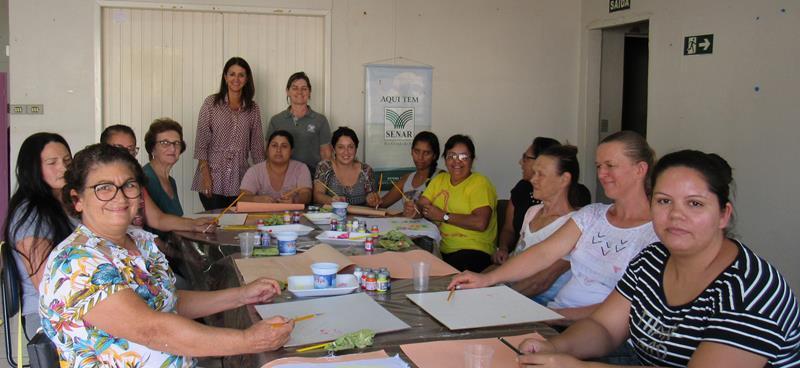 Integrantes do PAIF participam de curso de pintura em tecidos