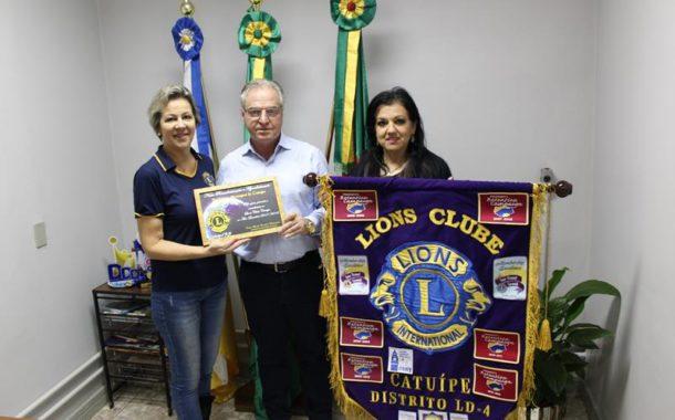 Lions entrega certificado de agradecimento a Prefeitura Municipal de Catuípe