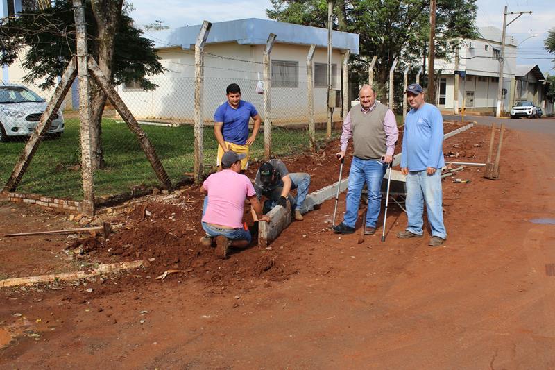 Secretaria de Obras reconstrói passeios públicos