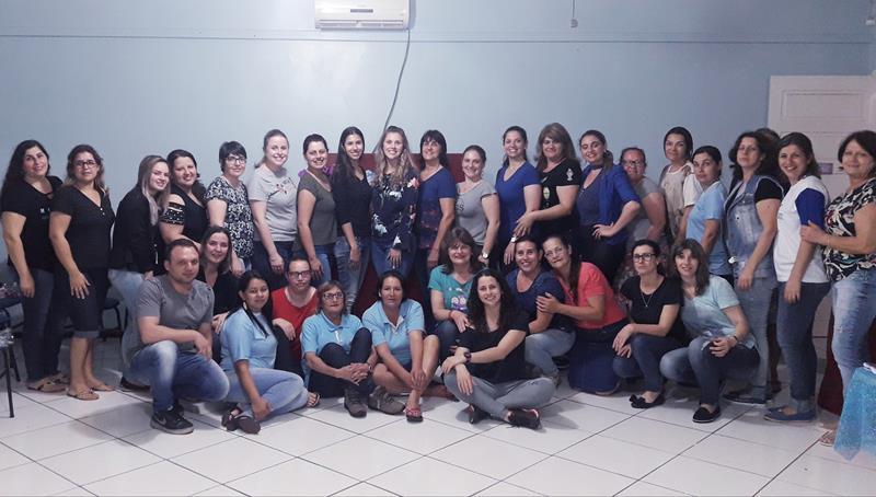 EMEF Uisses Salazar realiza homenagem aos professores e funcionários