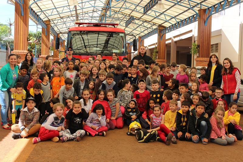 Escola Girassol Recebe a Visita da Equipe de Bombeiros de Ijuí
