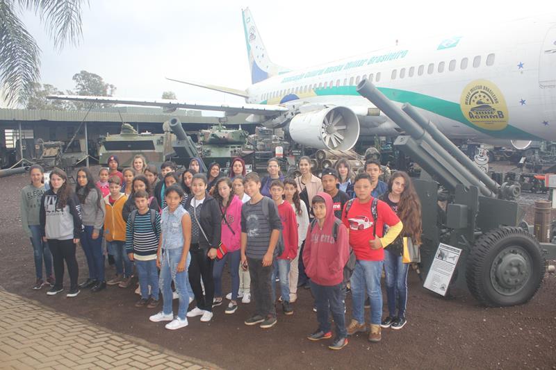 Escola Ulisses visita Museu Militar Brasileiro