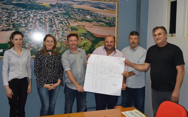 Prefeito recebe versão final do projeto do Distrito Industrial Monte Alegre