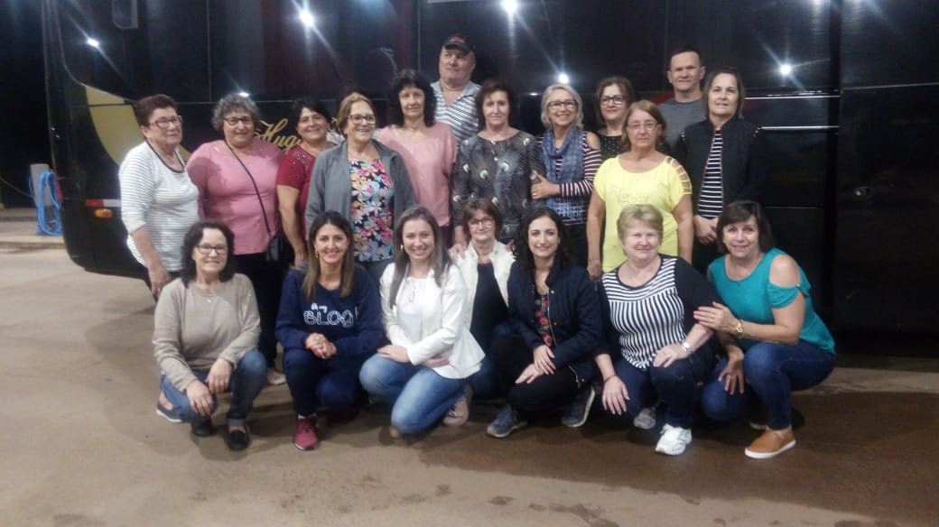 Clube de Mães do bairro Santa Lúcia e Primeira Dama realizam viagem até Ametista do Sul