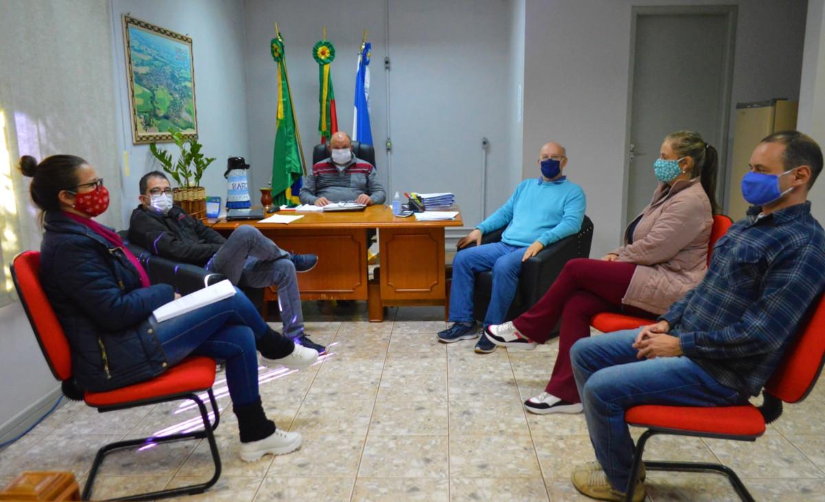 ADMINISTRAÇÃO MUNICIPAL COMEMORA LIBERAÇÃO DE RECURSOS EM ILUMINAÇÃO PÚBLICA